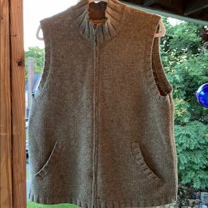AE men's sweater vest sz med